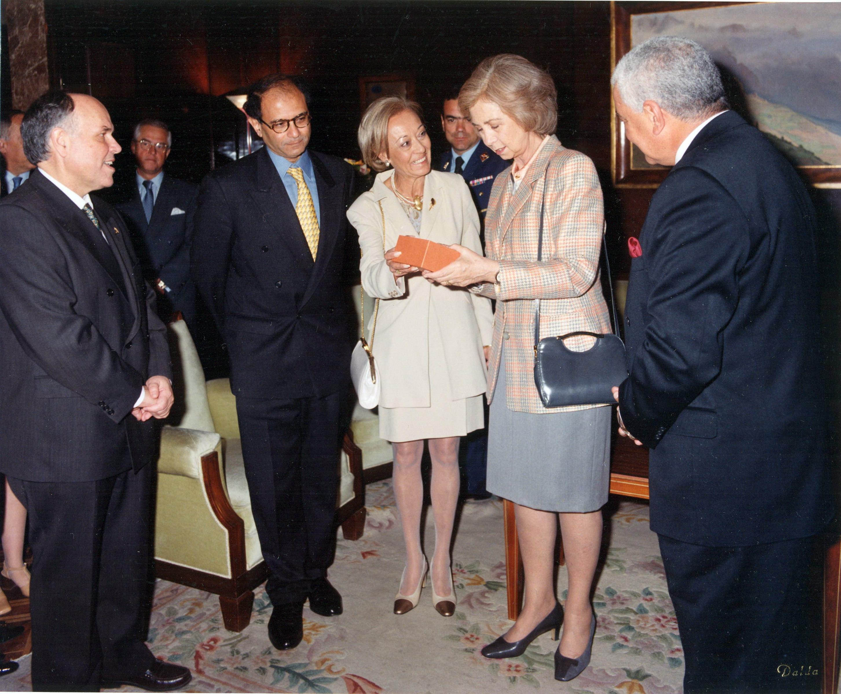 Invitación de la AEDE a S.M. la Reina 8-IV-1998  (1)