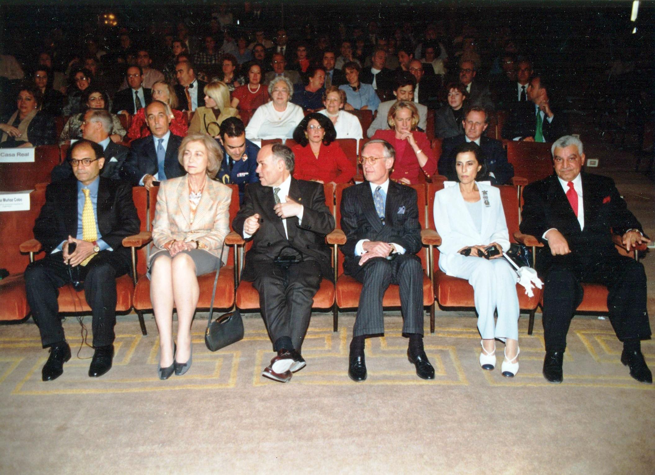 Invitación de la AEDE a S.M. la Reina 8-IV-1998  (3)