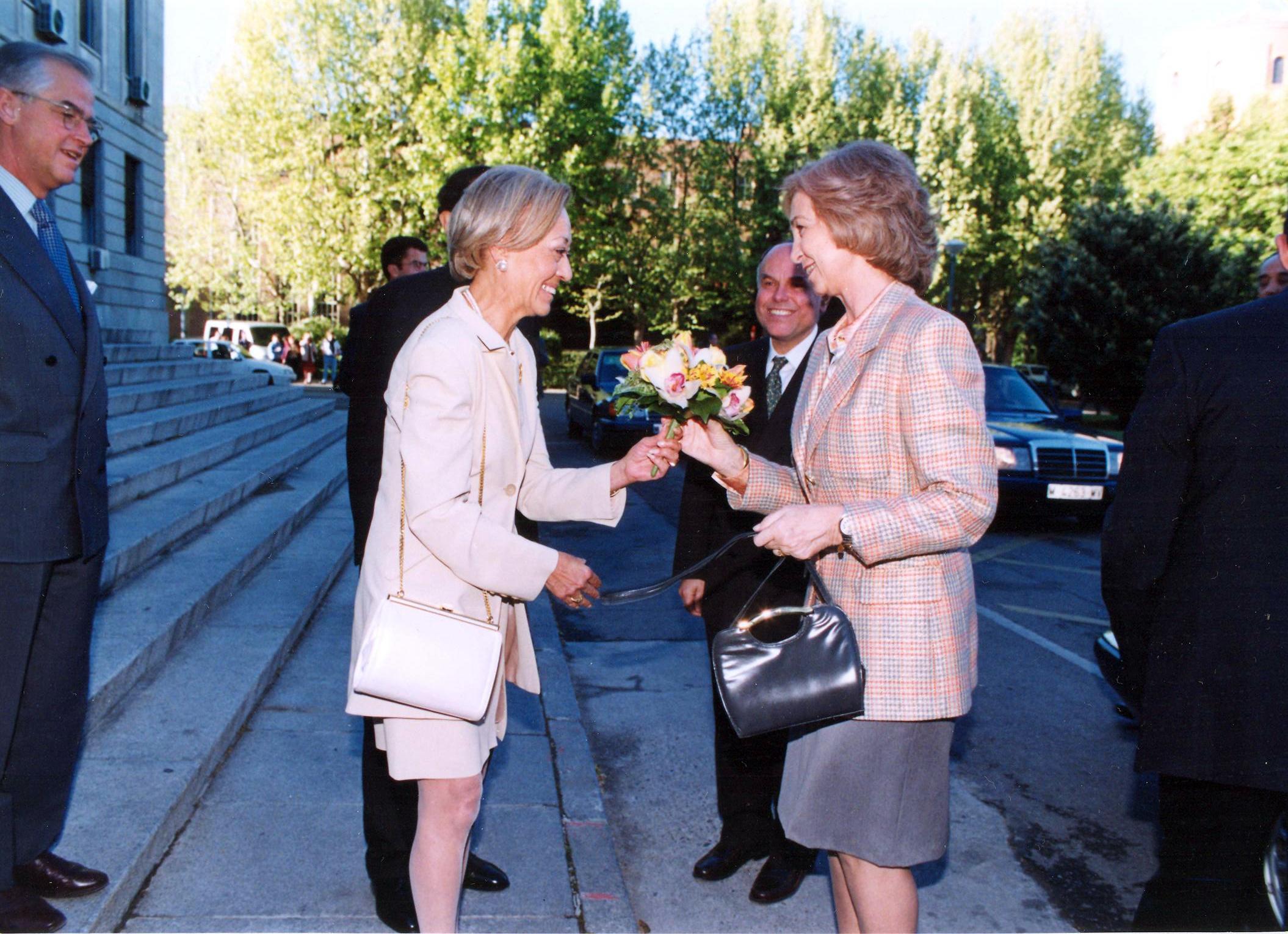 Invitación de la AEDE a S.M. la Reina 8-IV-1998  (4)