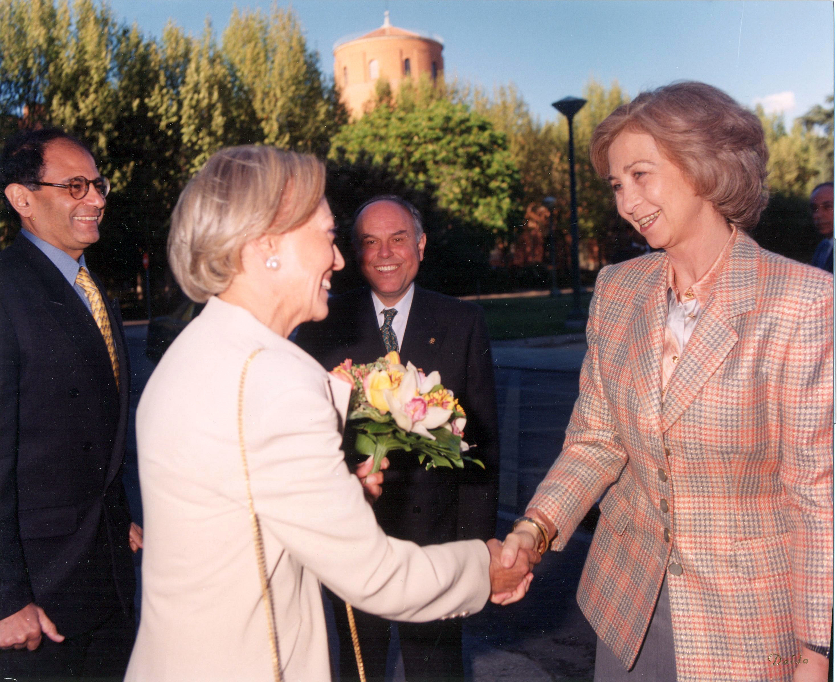 Invitación de la AEDE a S.M. la Reina 8-IV-1998  (5)