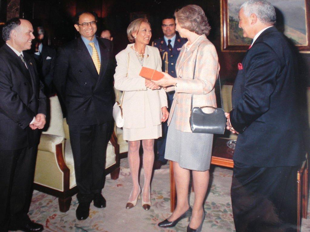 Invitación de la AEDE a S.M. la Reina 8-IV-1998  (7)