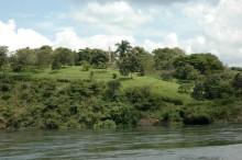 Lago Victoria y Memorial a Speke conmemorando el descubrimiento del lago