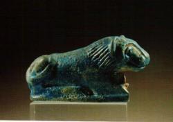 Figura de león fayenza 7 cm Cementerio N tumba 336 Aniba inv nº 4586 din XII