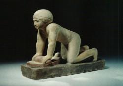 Figura moledor de grano Caliza 26 cm Serdab Mastaba D 39-40 Guiza inv nº2667 din V