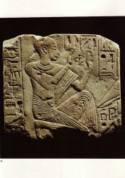 Fragmento relieve Nyai Caliza margosa 15,5 cm Memphis inv nº 2885 din XVIII-XIX