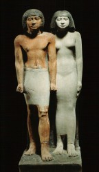 Grupo de Iai-ib y esposa. caliza 73,5 cm inv nº 3684 Cámara de culto mastaba de Itju Guiza din IV