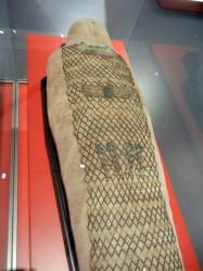 Momia de Pauiamen con rede de cuentas e hijos de Horus din 25_26_Tebas