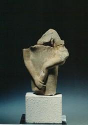 Parte inferior de una figura de madre con niño Caliza 10,4 cm mastaba D37 Guiza inv nº 2446 din V