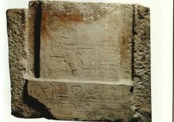 Parte superior de falsa puerta de Chui-en-chum Caliza 68 cm Abusir inv nº 48 din VI