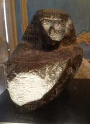 Estatua cubo privada din 25-26