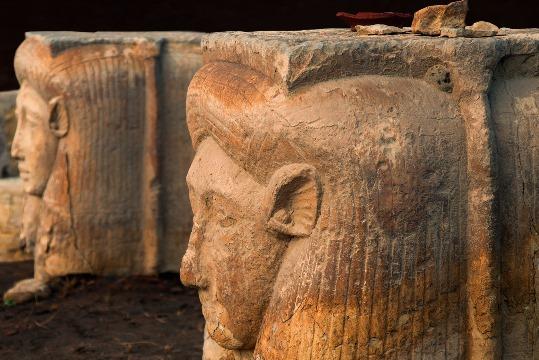 Página web dedicada exclusivamente a Menfis y sus monumentos