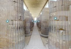 Paseo virtual por la columnata de acceso al recinto de Dyeser