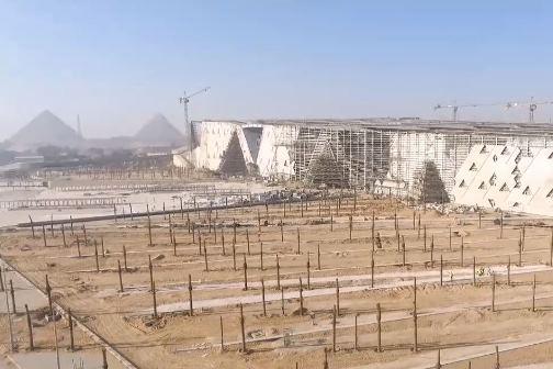 Video grabado por un drone sobrevolando el Gran Museo Egipcio en mayo de 2019.